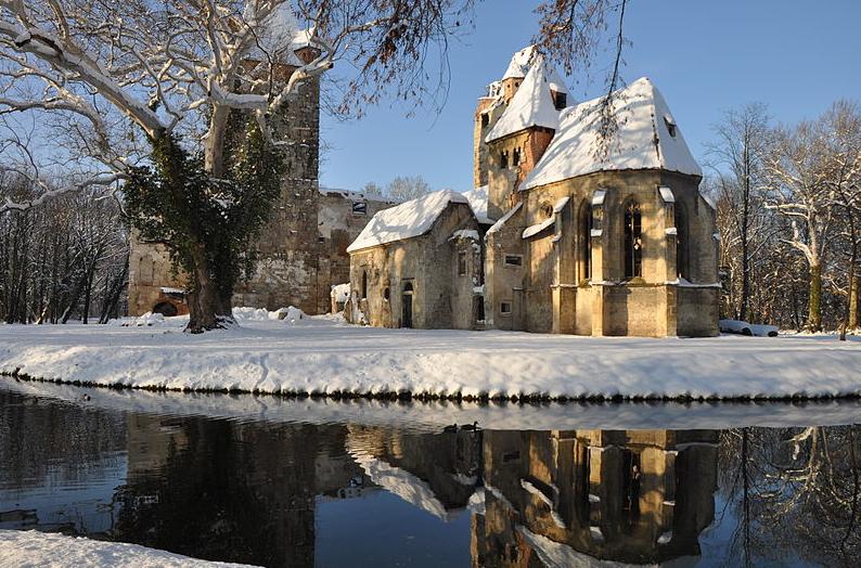 1° posto: il castello di Pottendorf, con l'adiacente cappella. CC-BY-SA Becky85