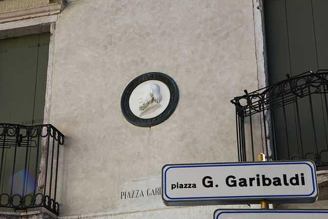 Medaglione a muro di Giuseppe Garibaldi, Schio - Foto di Alessia Cecchet [Licenza CC-BY-SA 3.0]