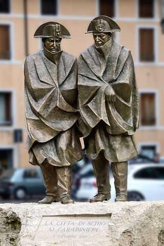 Monumento ai Carabinieri, Schio - Foto di Guido Rampon [Licenza CC-BY-SA 3.0]