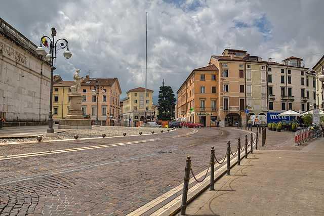 Piazza Alessandro Rossi, Schio - Foto di Puscas Vadim [Licenza CC-BY-SA 3.0]