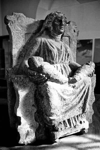 Mater Matuta, Museo Archeologico dell'Antica Capua (CE) - CC-BY-SA Giovanni Dall'Orto