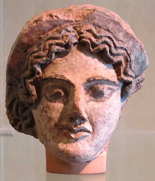 Testa di Menade, Museo Archeologico Nazionale G.C.Mecenate. CC-BY-SA Sailko