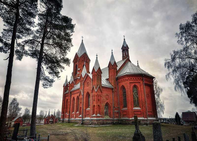 Chiesa neogotica di Sant'Alessio, Ivianiec. CC-BY-SA Lusssiya.
