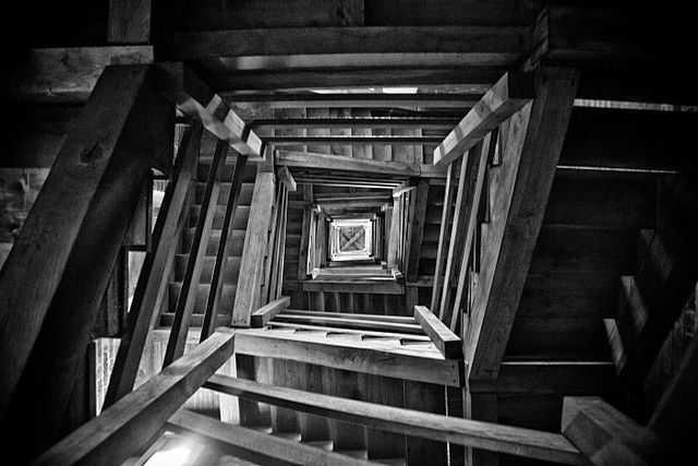 Veduta della Torre Troyana dal basso (Asti) - Foto di marco odina [Licenza CC-BY-SA 3.0]