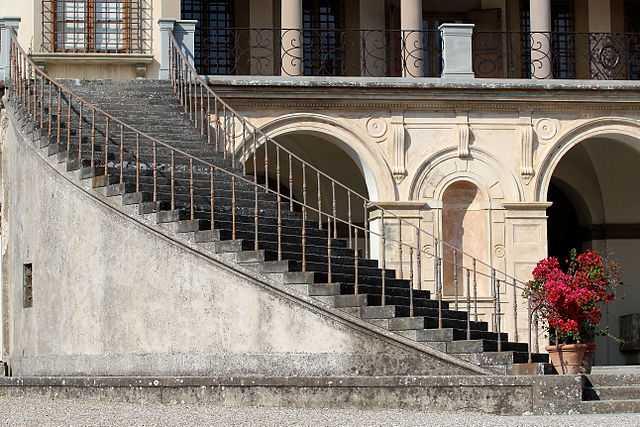 Villa medicea a Poggio Caiano - Foto di Alberto Baldaccini [Licenza CC-BY-SA 3.0 con vincolo MiBAC]