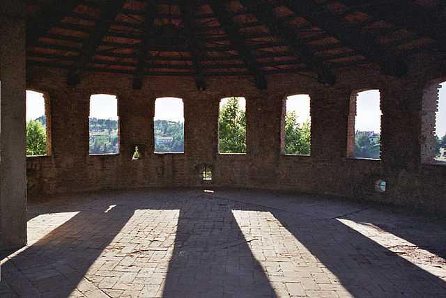 Rocca di Dozza (BO) - Foto di Daniele Paradisi [Licenza CC-BY-SA 3.0 con vincolo MiBAC]