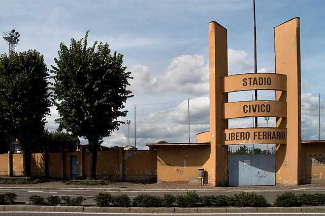 Campo sportivo di Parabiago (MI) - Foto di Marco De Bernardi  [Licenza CC-BY-SA 3.0]
