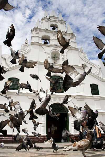 Chiesa della Vera Croce, Medellin. CC-BY-SA Betogoico58