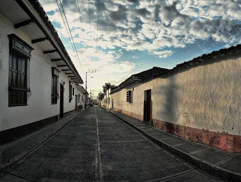 Zona antica della città di Buga. CC-BY-SA r Hernán Ordóñez Valverde