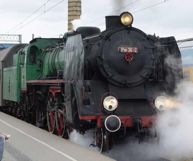 """Il treno Pm36-2, chiamato """"La Bella Helena"""". [Licenza CC-BY-SA Qbas81]"""