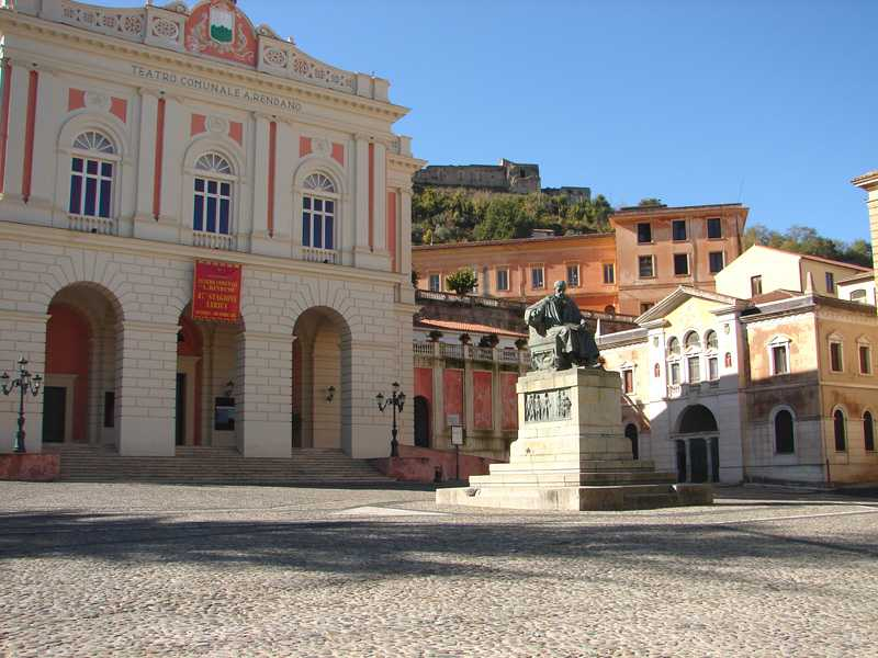 Cosenza - Piazza XV marzo  Foto di Gianlucacs  [Licenza CC-BY-SA 3.0]
