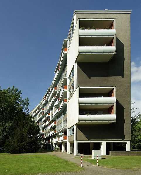 3° posto: edificio  Händelallee 3/9, nel quartiere di Berlino Hansaviertel. CC-BY-SA Janericloebe