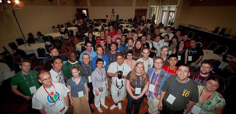 Alcuni volontari di Wiki Loves Monuments durante Wikimania 2012 -tra un mese la cambiamo con quella del 2013! :)  [Foto: Pierre Selim, Licenza CC-BY-SA]