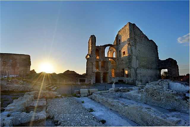 Il Castello della Valle di Fiumefreddo nello scatto che si è aggiudicato il decimo posto di Wiki Loves Monuments Italia 2013. [di Salvatore Arnone, licenza CC-BY-SA]