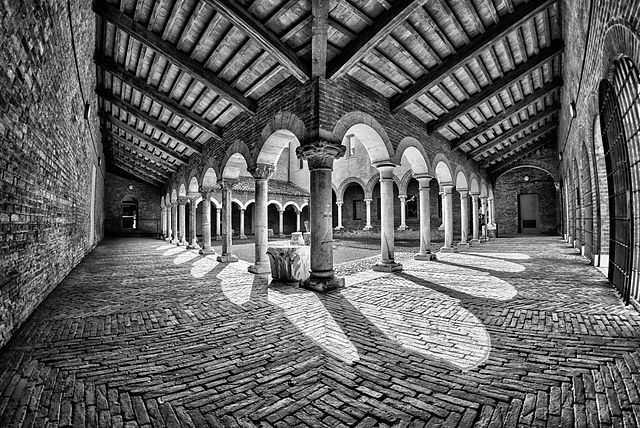 640px-Museo_della_cattedrale_-_Chiostro_1