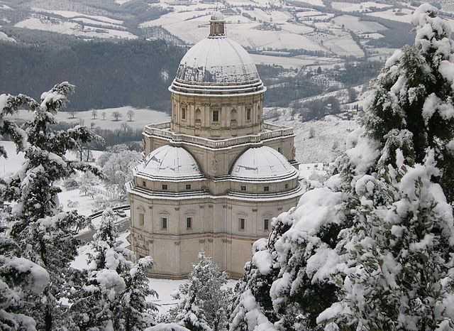640px-Tempio_di_Santa_Maria_della_Consolazione_sotto_la_neve