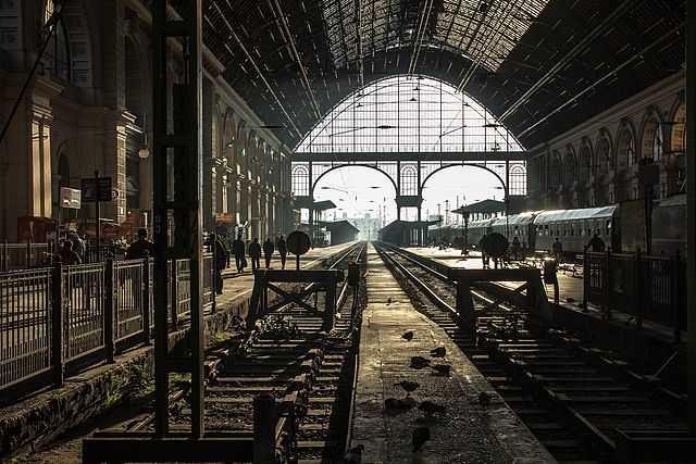 Stazione ferroviaria di Keleti a Budapest (Ungheria) - Foto di Németh Tibor [Licenza CC-BY-SA 3.0] - 6° classificato Wiki Loves Monuments 2013