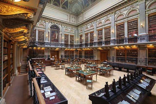La libreria universitaria della Università Eötvös Loránd a Budapest (Ungheria) - Foto di Thaler [Licenza CC-BY-SA 3.0] - 3° classificato Wiki Loves Monuments concorso internazionale