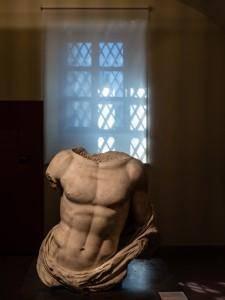 Statua del Museo Caos (Centro arti Opificio Siri) - di Daniele Mosca - CC-BY-SA 3.0
