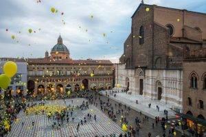 piazza_maggiore_durante_una_manifestazione_di_beneficienza