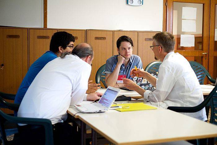discussion_rethinking_the_layout_of_wikipedia_articles_at_wikimania_esino_lario_2016-_27893526705