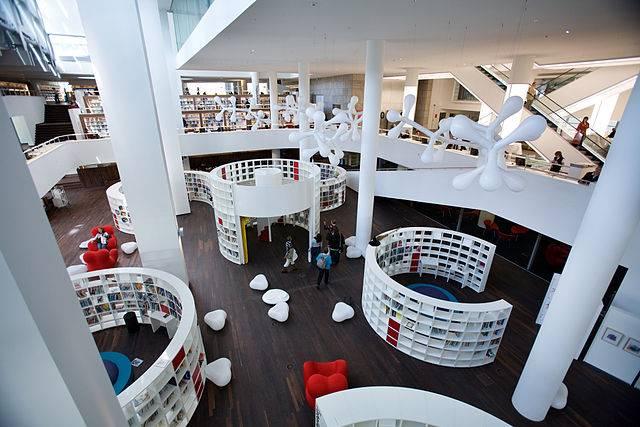 640px-amsterdam_-_openbare_bibliotheek_-_0041