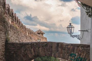 800px-Arco_e_muro_del_Giardino_Napoletano_thumb