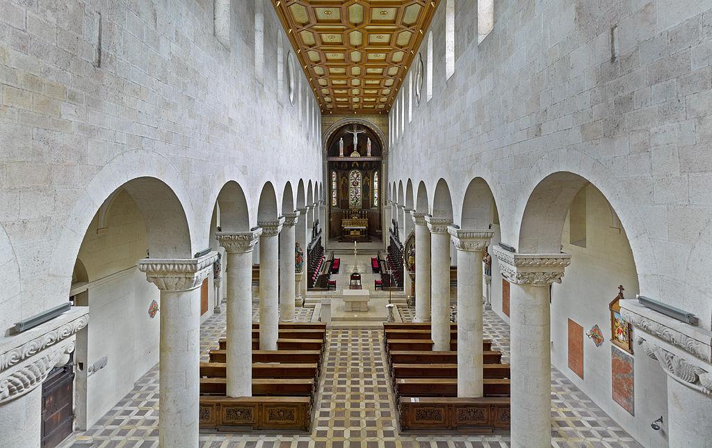 1024px-Schottenkirche_St._Jakob_Innenraum