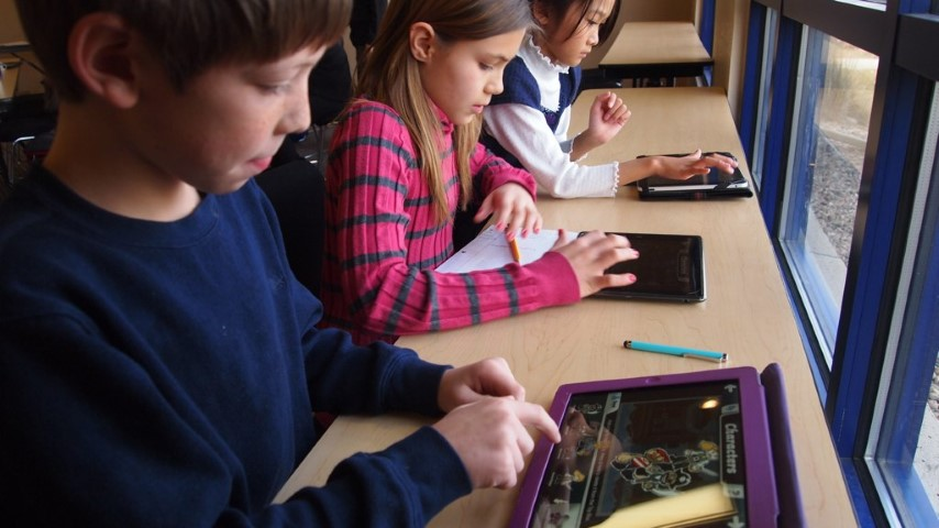 resize_School_children_with_iPads_6660064659 (Piccola)