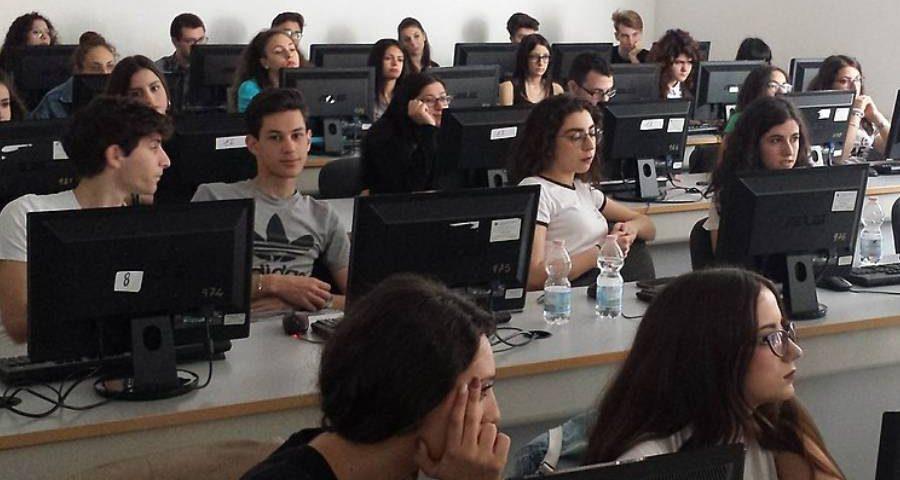 abruzzo giovani seguono un laboratorio wikimedia